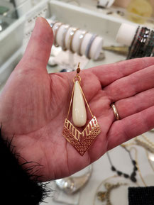 Boucles d'oreille en bakélite et plaqué or