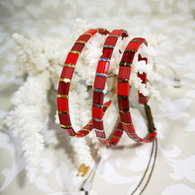 Bracelet perles tila plaqué or/camaïeu rouge de Aux-Dames-de-Jadis
