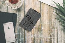 Handysleeve aus Filz mit Pusteblumen