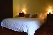 La chambre Touresol avec un grand lit (160 x 200)