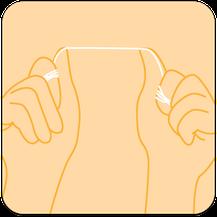 Zahnseide um die Zeigefinger wickeln und dann über die Daumen spannen. (© proDente e.V.)