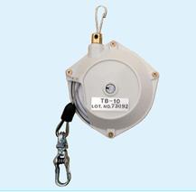 クリーニングガンを吊して、作業効率を上げるスプリングバランサーTB10。ワイヤーの長さは50cm