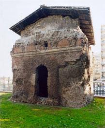 OmoGirando il Pigneto (parte II) - il mausoleo di Largo Preneste