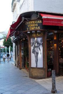 Taberna tradicional en la Calle Álvarez Quintero, en Sevilla.  Foto: M. Belenguer