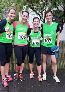 Zufrieden im Kreise ihrer Mannschaft: Sabine Brenner (2vr) mit (vl) Annette Binanzer, Marina Kugelmann und Simon Scherer.