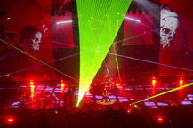 Nichts sagt Heavy-Metal mehr als eine Lasershow!