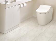 トイレ取替の際はアンモニア汚れに強い床材を