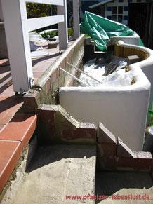 Beton Treppe Abgrenzung wellenförmig griechisch