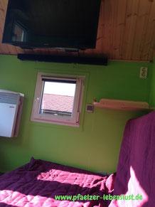 Kinderhaus Fernseher Heizung isolieren Schlafplatz oben