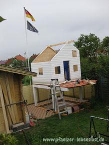 Aufbau Kinderhaus Tom selbst Stelzen 2-stöckig