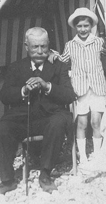 Roland avec son grand-père Félix Heimendinger