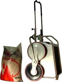 Il carrello saliscale che detiene il record di leggerezza solo 15 kg compresa la batteria  con portata di 35 Kg a 12 Volt