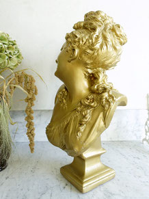 Antike Büsten, Skulpturen und Reliefs