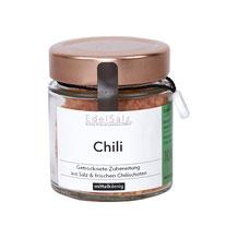 Glas mit Kupferdeckel gefüllt mit Kräutersalz Chili
