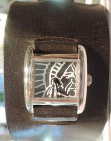 ベルト部分がとっても大きい、ちょっと変わった腕時計。時計内部の機械交換で修理完了しました。
