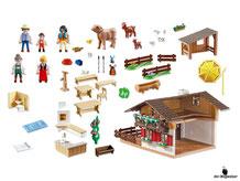 Im Paket Playmobil 5422 ist enthalten eine Almütte mit Wirt, Mann, Frau und diverses Zubehör wie Matratzenlager, Toilette, Sitzgruppe etc..