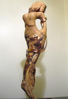 RITA HAYWORTH. Scultura in legno d'ulivo e rame