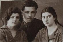 ОШ-1. Иосиф Острун с Лёлей Гольдиной и   Шейной Гуревич