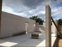 Professionell prezise und sehr akkurate Herstellung des Mauerwerks aus Kalksandsteinen oder Porotonsteinen in verschiedenen Größen.