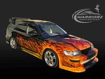 カスタムペイント車、ブラックのボディーに派手にリアルフレームス塗装がいれられたトヨタカローラワゴンの写真