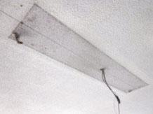 照明器具(屋外防滴用)の取り外し痕