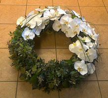 Gärtnerei Lächele - Trauerkranz modern - Trauerkranz Phalaenopsis - Trauergesteck Phalaenopsis