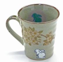 九谷焼通販 おしゃれなマグカップ マグ 左利き様用 白兎しだれ桜 中裏絵 正面の図