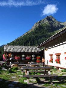 La terrasse du refuge Alpenzu Grande