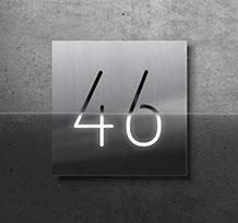 Hausnummer mit LED-Beleuchtung und Day Night Spezialglas