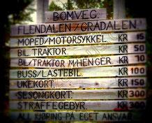 Preise für einen Bomveg in Norwegen / Holztafel
