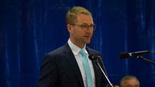 Erster Kreisbeigeordneter Dr. Jens Mischak während seines Berichts aus dem Kreisausschuss.