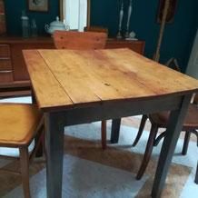 Table Amos