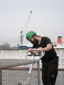 Sven Hoffmann (Technician at Senckenberg) storing empty bottles waiting to be filled with deep sea sediment | © Mia Schumacher, GEOMAR