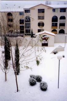 La résidence sous la neige en janvier 1995