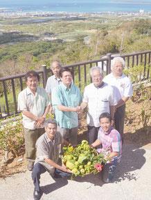 11プロジェクトで始動するNPO石垣島のメンバーら=19日午前、バンナ公園展望台