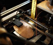 Leder-Stärkenmessung mittels Laserstrahl
