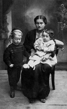 Maria con mamma e Agostino