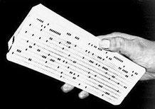 Jeux de cartes perforées tenues à la main