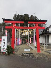 新年2日。しめ縄新しい愛子諏訪神社鳥居。