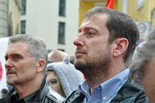 Thomas Dietzel, links im Bild, Vorsitzender des linken Bündnisses Haßberge und sein Amtsvorgänger, Norbert Zirnsak beim 33. Würzburger Ostermarsch am 26. April 2016 in Würzburg.