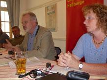 MdB Harald Weinberg, Die Linke (Bildmitte) sprach beim Linken Bündnis Haßberge zu aktuellen Fragen der Gesundheitspolitik