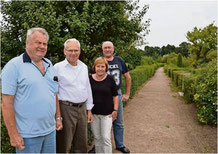 Haben schon lange die Liebe zum Garten für sich entdeckt: Die Kleingärtner Gerd Mindermann, Reinhard Scholz, Karin Kaden und Helmut Jacobs (von links).