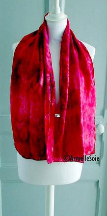 Foulard, soie naturelle,carré, écharpe, grand carré, étole, Armelle Soie peint main, roulotté main, fait, main, fabriqué en France.faitmain, en Bretagne, rouge carmin,
