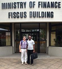 Finanzchef Panduleni Hashoshange und ich