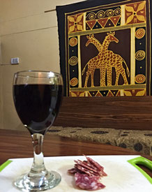 Freitagabend bei einem Glas Wein und etwas Citterio-Salami. Was will man mehr?