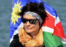 Die Namibia-Fahne versucht sich bei Regula einzuschmeicheln