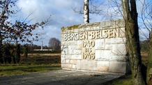 Infomauer der Gedenstätte Bergen-Belsen