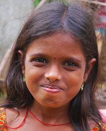 Freundliches Mädchen aus Irular Dorf.