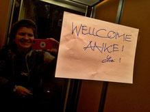 Ein Schild im Aufzug von meiner Gastgeberin und mittlerweile Freundin Lotti. Und wahrlich: All is well.