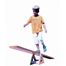 Bascule en bois pour jeux d'équilibre enfants. Bascule d'une longueur de 170 cm à acheter pas cher.